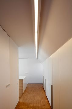 Modular SL mini poly in RM - Choose SL mini poly in for a downlighting effect or SL mini poly out for a more space-filling, downward and slightly lateral lighting effect. #supermodular