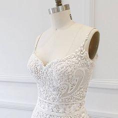 """44 likerklikk, 3 kommentarer – LOVE FIND CO (@lovefindco) på Instagram: """"D E T A I L S // Custom designed hand beading on the Jasmine gown by @janehillbridal Couture"""""""