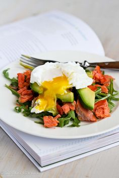 Poached Eggs Over Avocado & Smoked Salmon. This sounds unusual, but also delicious! Egg Recipes, Salmon Recipes, Brunch Recipes, Seafood Recipes, Breakfast Recipes, Cooking Recipes, Healthy Recipes, Skinny Recipes, Breakfast Ideas