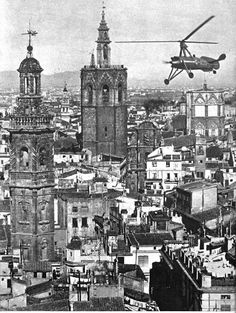 A picture of de la Cierva flying over Valencia, one can not escape to notice the lovely contrast between the silouette of the towers and that of the gyro. Great Buildings And Structures, Modern Buildings, Modern Architecture, Dubai Skyscraper, La Girl, Spain Holidays, Alicante Spain, Cadiz, Budapest Hungary