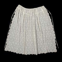 18th c white muslin apron, English. MAF 46.73.