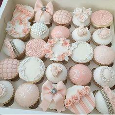 ideas cupcakes decoration ideas fondant link for 2019 Fondant Cupcakes, Fancy Cupcakes, Pretty Cupcakes, Beautiful Cupcakes, Wedding Cupcakes, Cupcake Cookies, Bridal Shower Cupcakes, Elegante Cupcakes, Deco Cupcake