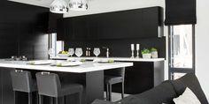 A la Carte -keittiöt ovimallit Moderato ja Zero. Asuntomessut 2015 kohde 17 Villa Beauty. #asuntomessut2015 Decor, Table, Furniture, Kitchen, Conference Room Table, Black And White, Home Decor, Room, White