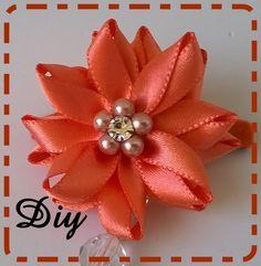 Flor de fita de cetim com contas e strass\ Flower satin ribbon with bead...