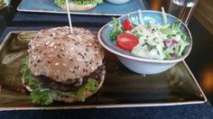 Burger Birkenwald mit Salat im Hans im Glück (Luisenstraße) in München. Lust Restaurants zu testen und Bewirtungskosten zurück erstatten lassen? https://www.testando.de/so-funktionierts