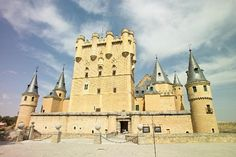 Fortress of the Kings of Castile and Royal School of Artillery Its picture has been around the world: a unique fairy tale-like palace that brings together architectural tastes of different monarchs. Notre Dame, Trip Advisor, Spain, Around The Worlds, Photos, Pictures, Architecture, Travel, Arquitetura