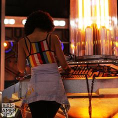 Bill's at the TARDIS controls in new #DoctorWho series 10 image!