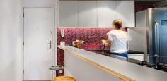 Reforma aproveita corredor de entrada para instalar bancada de refeições - UOL Estilo de vida