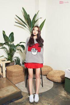 Desk For Girls Room, Girl Desk, Net Flix, Actors & Actresses, Cheer Skirts, Korean Fashion, Kdrama, Girly, Celebrities