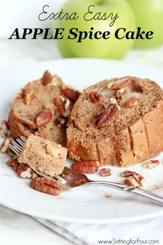 Delicious Extra Easy Apple Cake recipe: loaded with fresh apple and tasty spices! It's a fabulous, quick dessert idea that is a real crowd-pleaser - your family will love it! Apple Spice Cake, Easy Apple Cake, Spice Cake Mix, Spice Cake Recipes, Dessert Recipes, Quick Dessert, Dessert Food, Bread Recipes, Apple Desserts