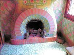 Modernismo Reus. Casa navás. Pequeña sala de estar en el segundo piso. Chimenea con baldosas de cerámica. Obra de Luis Bru.