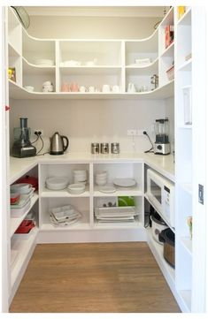 Diy Storage Pantry, Pantry Shelving, Kitchen Storage, Storage Ideas, Pantry Organization, Open Shelving, Shelving Ideas, Organized Pantry, Smart Storage