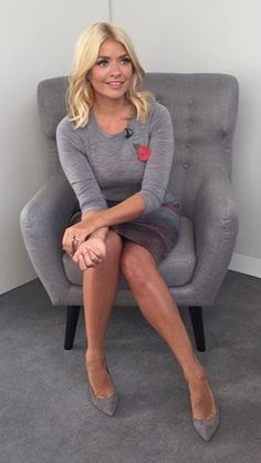 This Morning host Holly Willoughby is known for her figure-hugging pencil skirts and elegant fashion. Take a look at her best outfits from the show. Holly Willoughby This Morning, Holly Willoughby Legs, Corporate Fashion, Office Fashion, Work Fashion, Women's Fashion, Stylish Outfits, Cool Outfits, Celebrity Gallery