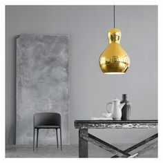 Elegante Rundungen und eine glänzende Oberfläche! Unser #ProduktderWoche ist die Calabash Pendelleuchte von Lightyears. Nicht nur ihre Form ist einzigartig, sondern auch die Farben, die zur Auswahl stehen. Schick in Gold und Silber, ein bisschen klassisch in Schwarz, und wer es etwas auffälliger mag, entscheidet sich für das rote Modell. Schaut euch doch alle Farben- und Größenvariationen an: https://www.flinders.de/lightyears-calabasche-pendelleuchte