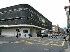 This is where Renfield St church stood prior to being demolished and replaced by this style monstrosity housing a BHS. Pic shows Renfield St at Bath St Glasgow. Destruction, Glasgow, Scotland, Louvre, Street View, Victorian, Retro, Architecture, City