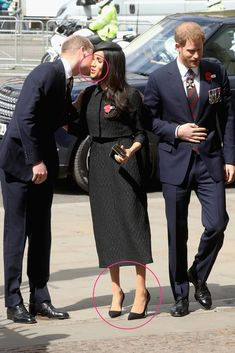 """""""Prince Harry and Meghan Markle greet Prince William, Duke of Cambridge as they arrive to attend a service of commemoration and thanksgiving to mark in Westminster Abbey in London"""" Prince Harry Et Meghan, Princess Meghan, Harry And Meghan, Estilo Meghan Markle, Meghan Markle Style, Meghan Markle Photos, Markle Prince Harry, British Royal Families, Royal Prince"""
