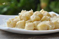 Gli gnocchi al Taleggio sono un primo piatto a base di gnocchi e formaggio molto goloso e nutriente, adatto per un pranzo speciale o per le tavole delle feste.