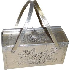 This purse has an arts and crafts look because it is folded and riveted. What a great look! Vintage Dishware, Vintage Dishes, Vintage Purses, Vintage Handbags, Cigar Box Art, Thing 1, Kitchen Ware, Best Bags, Sacks