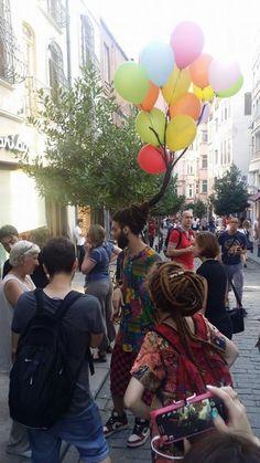 İstanbul Sokaklarında Fotoğraflanan Yaratıcı Saç Stili www.4finite.com