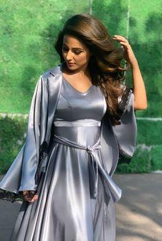 Hina Khan Biography:The actress belongs from a middle-class conservative Muslim family. Satin Gown, Satin Skirt, Satin Dresses, Pyjama Satin, Satin Sleepwear, Streetwear Mode, Streetwear Fashion, Satin Bluse, Most Beautiful Indian Actress
