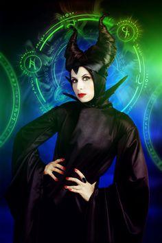 Beautiful Maleficent satin cosplay - 11 Maleficent Cosplays