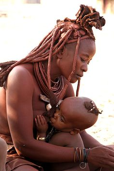 Himba mother and child , Angola/Namibia, 2007 . Breastfeeding Pictures, Breastfeeding Week, Himba People, Afro, Der Arm, People Of The World, Mothers Love, Mother And Child, Baby Wearing
