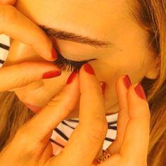 Always wondered how to apply fake eyelashes? GMA Beauty Guru Brooke Glaser shows us how to properly apply them - her favorite tip to make eyes look fuller. #GMABeautyInsiderSecrets #motd