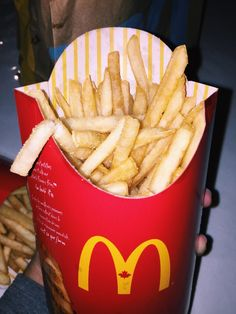 VSCO - I found out there's 560 cals in large mcds fries. I am such trash Food To Go, Love Food, Food And Drink, Best Fast Food, Junk Food Snacks, Snap Food, Food Snapchat, Food Places, Food Goals