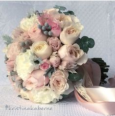 Gorgeous tc I like the shape and fullness. Bride Flowers, Bride Bouquets, Flower Bouquet Wedding, Floral Wedding, Wedding Colors, Hand Bouquet, Deco Floral, Wedding Pinterest, Floral Arrangements