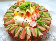 Slaný dort k narozeninám Vegetable Decoration, Appetizer Recipes, Appetizers, Buffet, Food Platters, Charcuterie Board, Creative Food, Avocado Toast, I Foods