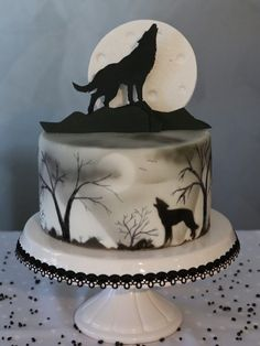 Halloween Torte, Bolo Halloween, Halloween Wedding Cakes, Dessert Halloween, Halloween Cake Decorations, Halloween Fondant Cake, Halloween Birthday Cakes, Gothic Halloween, Halloween Parties