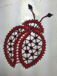 Entre bolillos: Cochinilla - Ladybug Bobbin Lace Patterns, Embroidery Patterns, Irish Crochet, Crochet Motif, Lace Drawing, Bruges Lace, Lady Bug, Holiday Crochet, Lacemaking