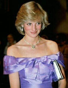 Diana Princess of Wales attends the ballet Coppelia during her official tour of New Zealand The Princess is wearing a mauve evening dress designed by. Princess Diana Images, Princess Diana Dresses, Princess Diana Fashion, Royal Princess, Prince And Princess, Princess Of Wales, Princess Style, Lady Diana Spencer, Meghan Markle