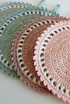Pot Holders--Click on translate, click on crochet gifts in pastel colors, click on crochet mats--8 rows dc, picot edge