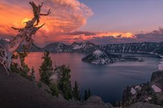 This view of Crater Lake in Oregon is possibly the most favorite thing I've shot yet  #mountains #nature #lake #travel #hiking #photography #photooftheday #usa #oregon #freeyork #sunset #nationalpark