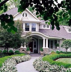 Curb Appeal: 20 Modest yet Gorgeous Front Yards | Yard landscaping ...