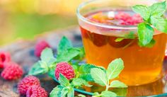 Обръщайки се към народната медицина, трябва да се каже, че малинови листа са сред най-популярните и широко разпространени билки. Те се използват за направата на лековити отвари, тинктури, а дори и мехлеми