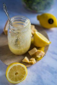 Zitronen-Parmesan-Dressing - Rezept von Gernekochen.de Parmesan Dressing, Dressings, Cantaloupe, Lime, Pudding, Fruit, Desserts, Food, Cooking