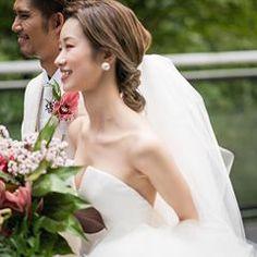 画像に含まれている可能性があるもの:2人、結婚式、花、屋外 Bridal Hairdo, Wedding Styles, Wedding Hairstyles, Wedding Photography, Hare, Wedding Dresses, Hair Styles, Instagram, Fashion
