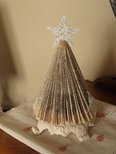 paper christmas tree - We did these last year (thank you, Sarah). Just pinning it to keep the fold on file.
