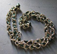 Collana fatta con catena dorata e nastro di di LecreazionidiVicky, €9.00
