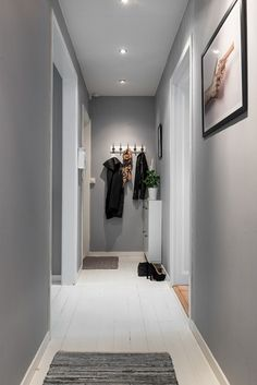 Un espace citadin au style industriel (PLANETE DECO a homes world) A city space with an industrial s Small Hallway Decorating, Interior Decorating, Interior Design, Grey Hallway, Living Room Decor, Bedroom Decor, Entryway Lighting, Small Hallways, Bedroom Colors