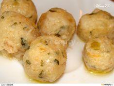 Cibulku si nakrájíme na jemno a lehce jí osmahneme na rozehřátém másle (ne do zhnědnutí!).Necháme vychladnout. Mezitím si nakrájíme rohlík na... Czech Recipes, Ethnic Recipes, Polenta, Dumplings, Baked Potato, Ham, Cauliflower, Mashed Potatoes, Muffin