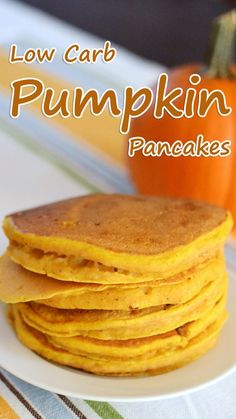 Pancakes are glorious at any time of the day, but unfortunately it's a real challenge to find a version suitable for the keto diet. Every now and again I look through recipes to find some staples that I thought I'd never enjoy Carb Pumpkin Pancakes. Healthy Recipes, Low Carb Recipes, Diet Recipes, Slimfast Recipes, Pumpkin Recipes Low Calorie, Pumpkin Recipes Healthy Easy, Smoothie Recipes, Vegetarian Recipes, Keto Foods