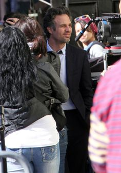 """Mark Ruffalo Photos Photos - Actor Mark Ruffalo spotted filming a scene on the set of """"Now You See Me"""" in New Orleans, LA on January 18, 2012. - Mark Ruffalo On The Set Of """"Now You See Me"""""""