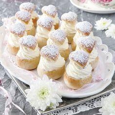 Minisemlor med vaniljgrädde