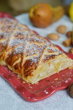 Strudel di mele, pere e frutta secca: una rivisitazione del classico strudel trentino. Clicca e scopri la ricetta...