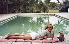 1959: Socialite Alice Topping relaxing at a poolside in Palm Beach. - TownandCountryMag.com