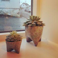 Ingrid Kristine @ingridk_keramikk Potter i raku med...Instagram photo | Websta (Webstagram) Earthenware, Planter Pots, Pottery, Instagram, Decor, Ceramica, Decoration, Pottery Pots, Dekoration