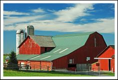 Big red barn in Amish Ohio Country Barns, Country Living, Big Red Barn, Amish Farm, Barn Pictures, Farm Barn, Horse Stables, Farms Living, Building Structure